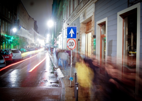 Automatticians walking to dinner